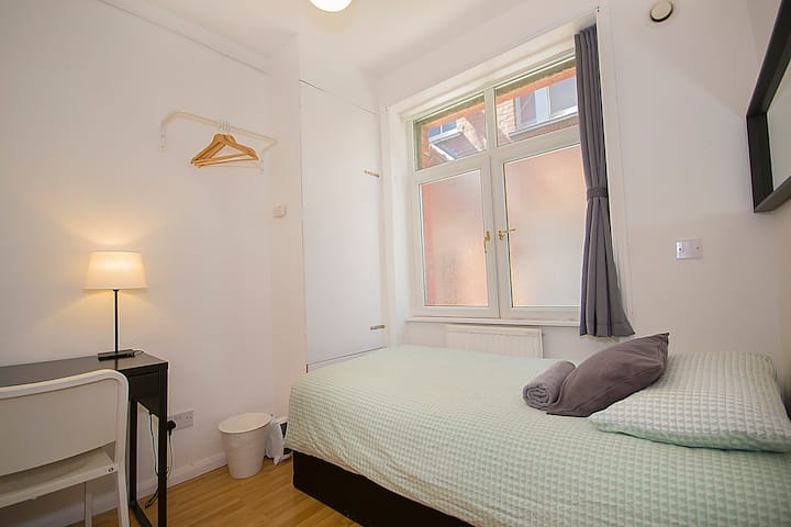 CS03 Single Room in the Heart of Brick Lane