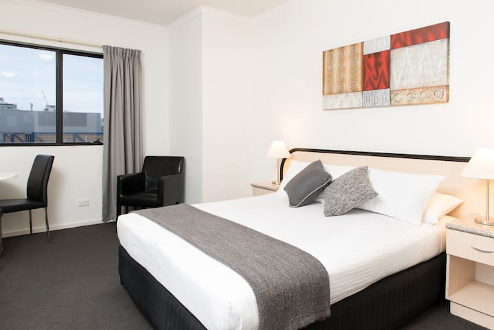 Riviera Deluxe Queen Room - Adelaide - Bed & Breakfast