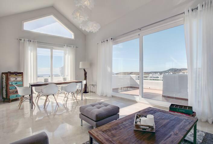Sublime atico entre mar y montaña - Estepona - Apartamento