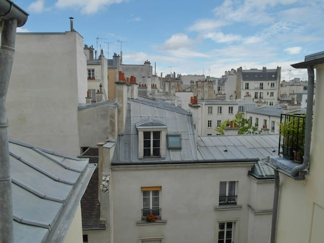 Marais : two-room apartment, charm of the old