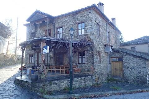 """""""Viro"""" guesthouse-bar in Agios Germanos,Prespes"""