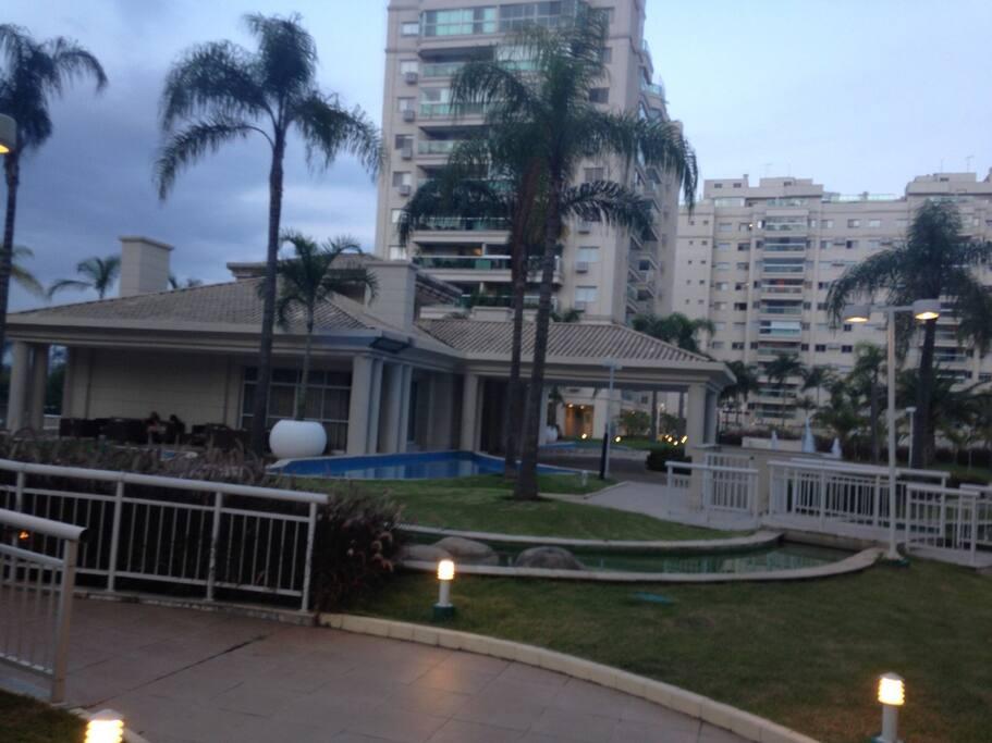 Jardim e guest house do condomínio
