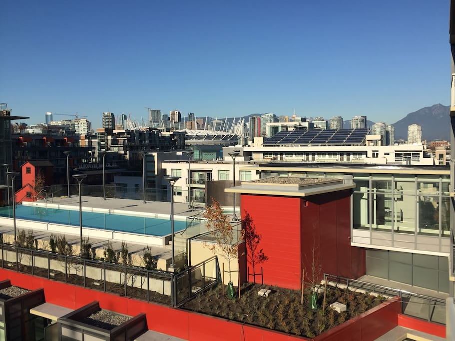 Rooftop pool & Hot tub (Views of city and mountains from apartment)