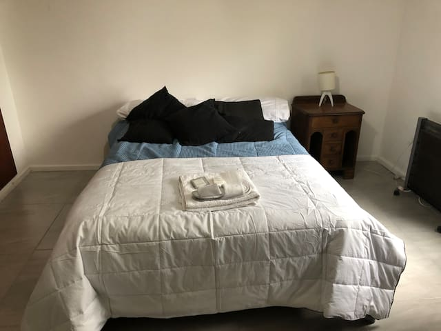 Single room in sunny house