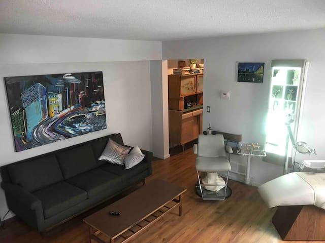 Science fiction themed Uptown 1br