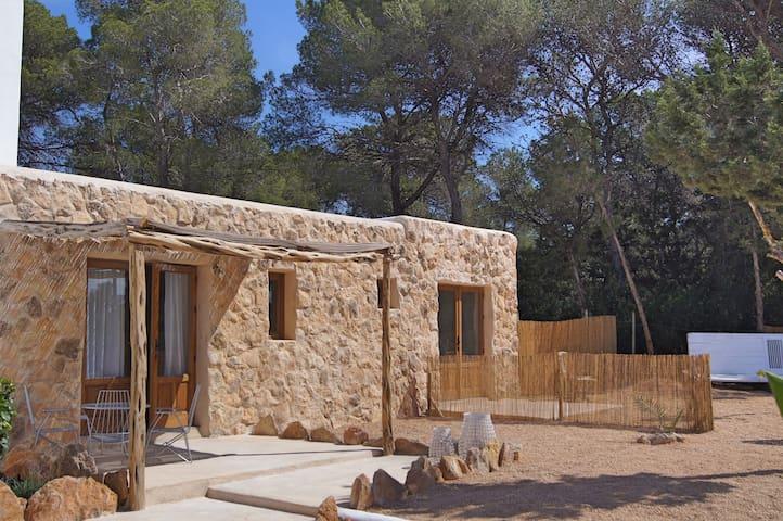 can bliss Alex-imanuel - Sant Carles de Peralta/st Eulalia - Bed & Breakfast