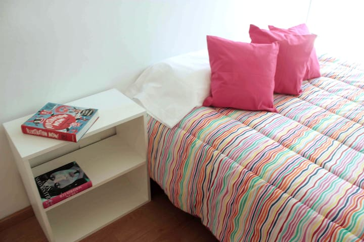 R2. Single Room in Buenos Aires. WOMEN HOSTEL