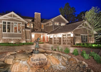 """Residence Club #1 """"The Abbey"""" - Canadian Lakes"""