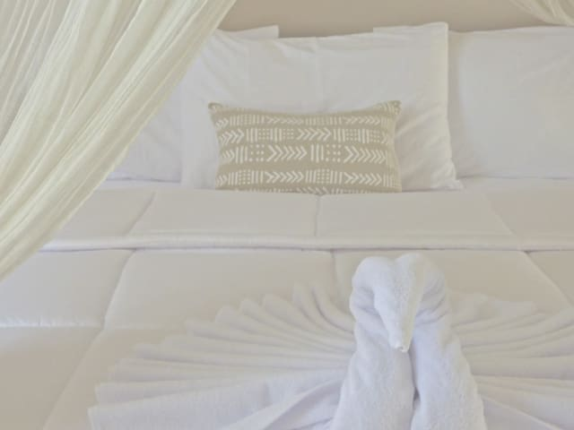 All bedding made with healthy organic japanese cotton that have been tailor made. Fresh & stylish luxe that is comfortable.