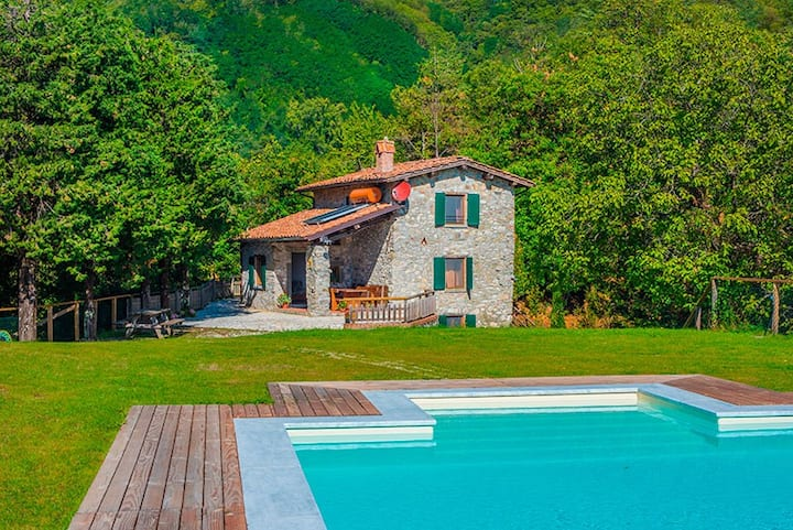 Casa Pescaglia, near Lucca, Tuscany, private pool.
