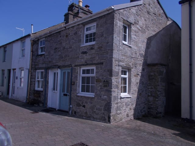 Curlew Cottage Traditional Manx Stone Cottage
