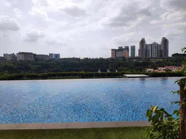 Facilities - Infinity Pool
