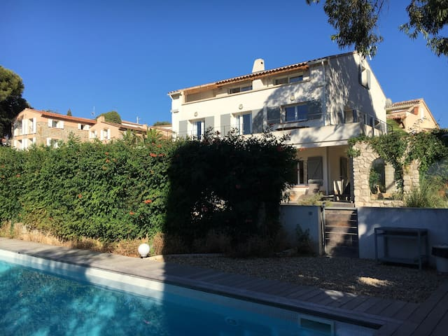 Spacieux appartement 10-12 pers - Le pradet  - Huoneisto