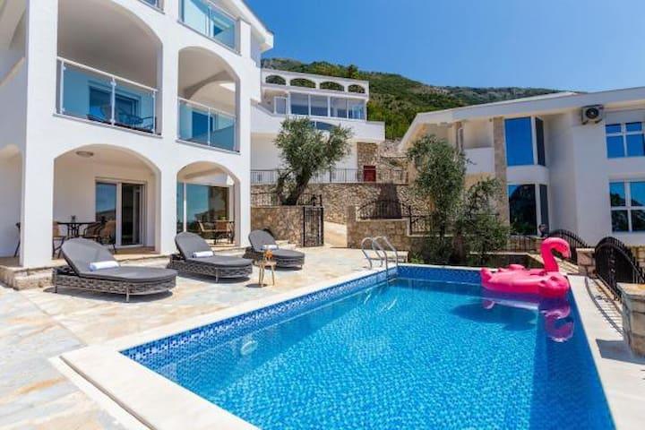 Villa Leona with Private Pool in Sutomore