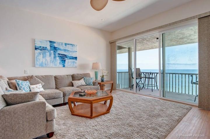 Relaxing Oceanfront Condo in Solana Beach-857C