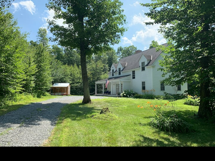 Stunning VT Farm House minutes to Stratton/Bromley