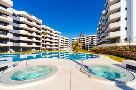 Apartamento nuevo en la playa Arenales del Sol
