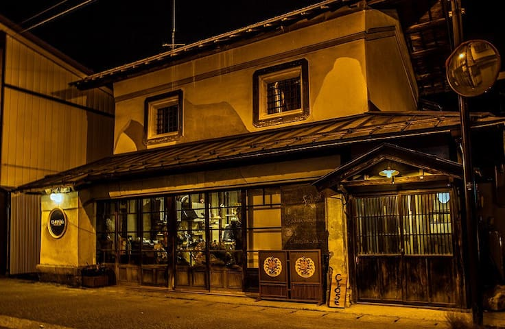 Hostel & Bar CAMOSIBA<Private room for 3-4 people>