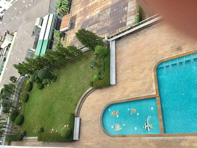 Big room with swimming pool near Khao San Road