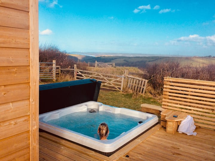 Tamarisk Cabin with private hot tub and sauna