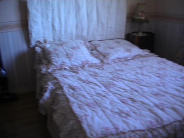 Chambre chez l'habitant - Châtillon-sur-Thouet - Hus