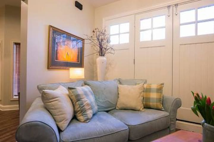 Carriage House: 1 bedroom apartment with parking.
