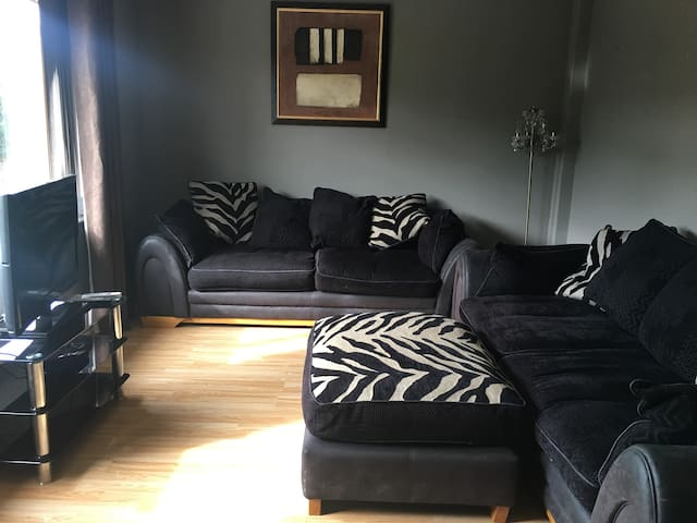 Fourth Ave, Detached Bungalow, sleeps 3 to 7