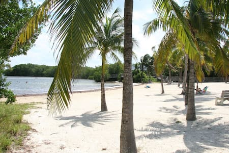 Conch Life Haven 2bdr apt w/parking - Key Largo