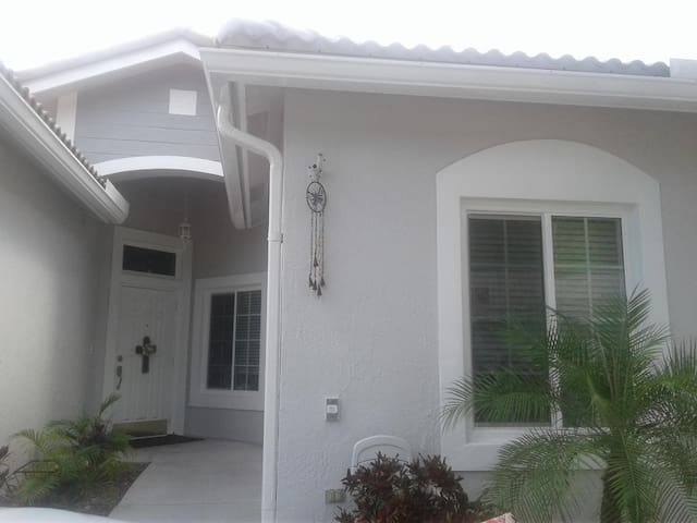 South Florida Living|Private Room |1 bed 1 bath