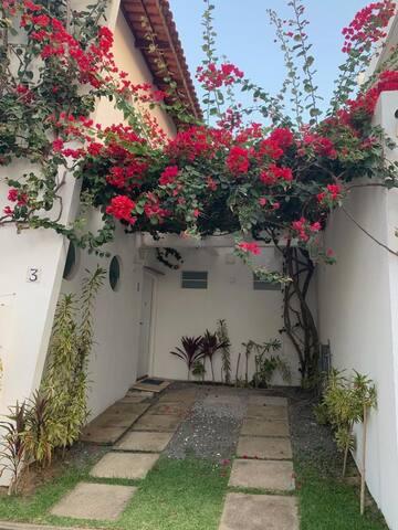 Coberta de Primaveras esta a Entrada social e garagem 1.