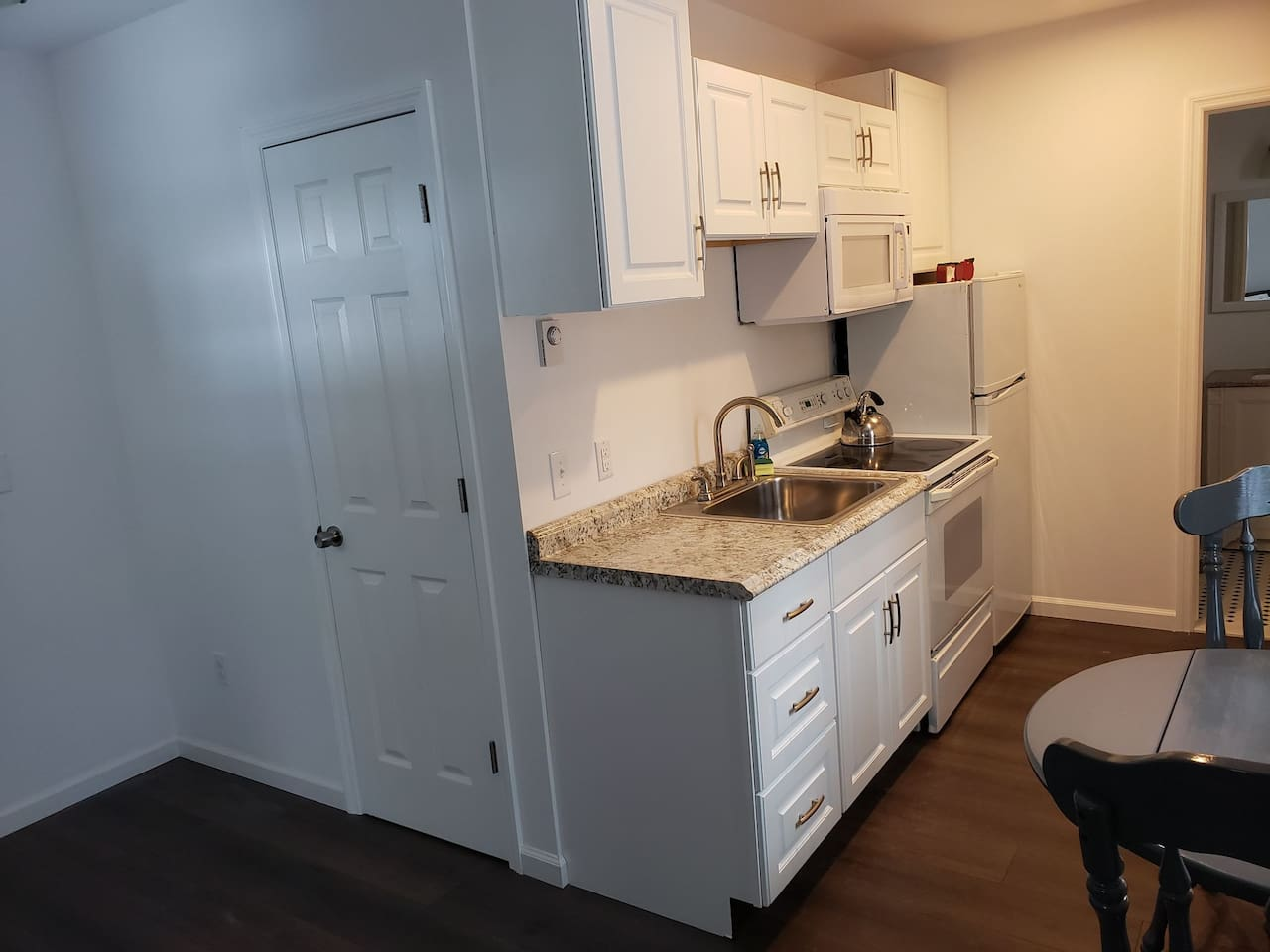 Full Kitchen with stove, oven and microwave.