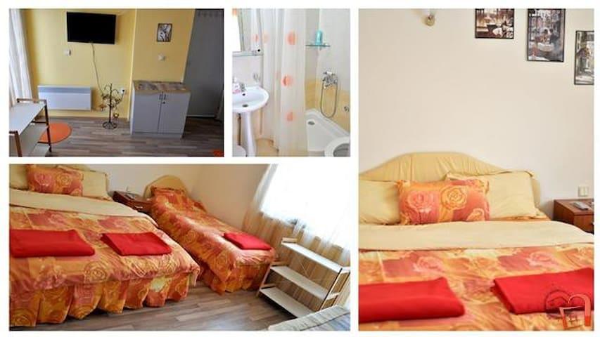 "Room 2 - ""L'amore"""