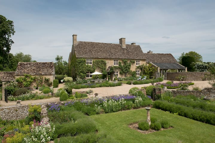 Grade Two listed Cotswold Barn - Fyfield - Hus