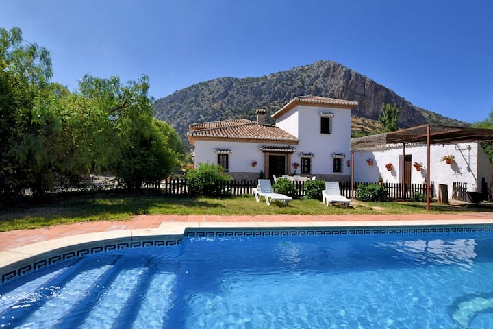 Luxurious Villa in Loja with Swimming Pool