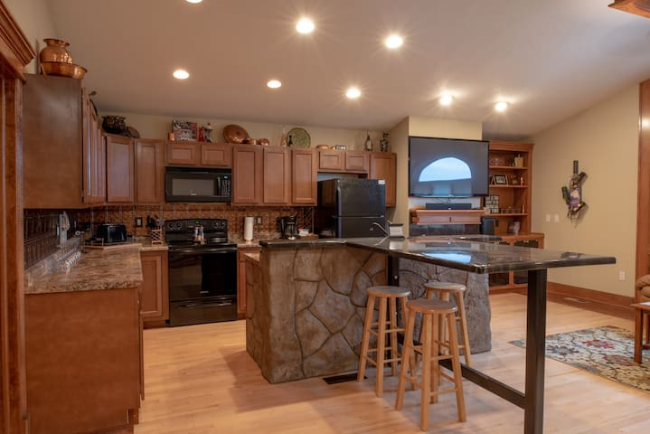 Des Moines area loft in Iowa country side!