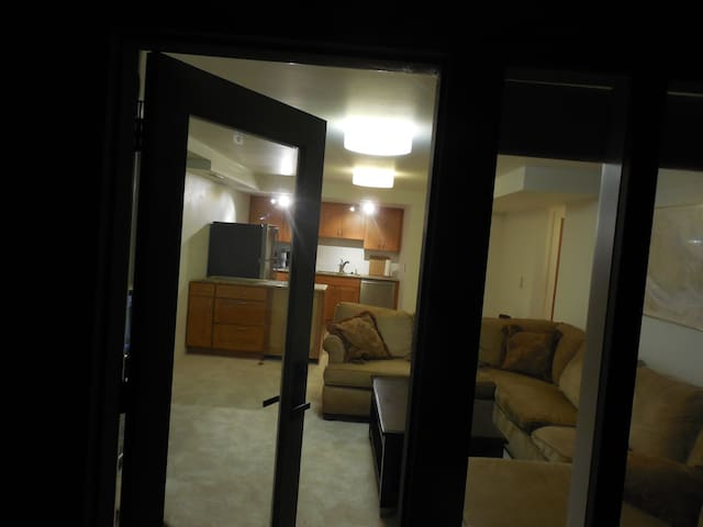Mercer Island Self-Contained Apt Pets Allowed