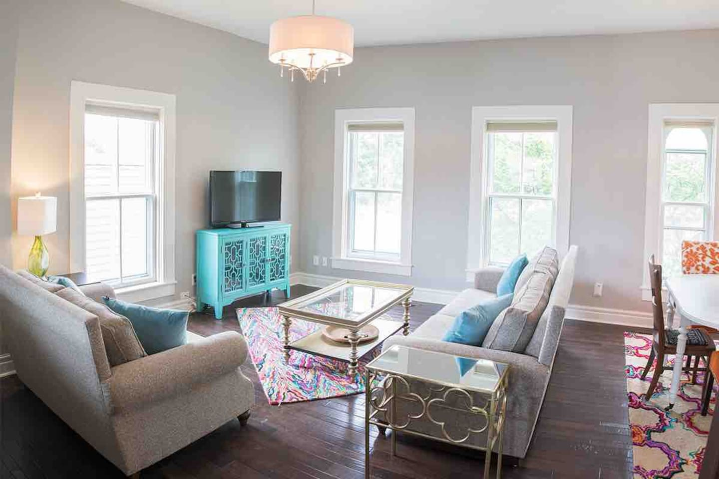 The (Bl)airbnb boasts 10 foot ceilings and a multitude of windows. Ample natural light. Walnut flooring throughout the entire apartment. Living Area & Kitchen feature Levelor cordless shades for privacy. Completely gutted and renovated in 2014.