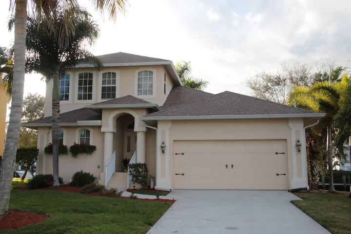 3 room, 2 1/2 bath Home in Goodland / Marco Island