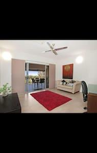 Penthouse living - Darwin City - Apartemen