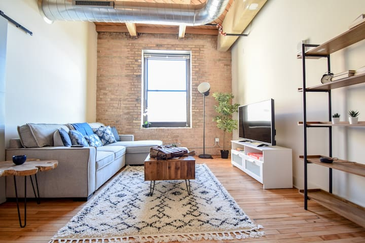 Unique Industrial  Loft - Third Ward/Walkers Point