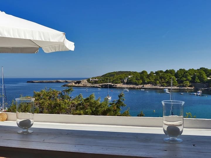 Stunning Villa Vora Mar Ibiza with Sea View, Mountain View, Wi-Fi, Balcony, Garden und Terrace; Parking Available.