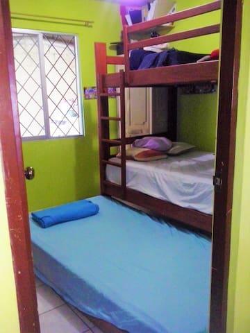 Habitación en casa de joven familia - Guayaquil - Haus