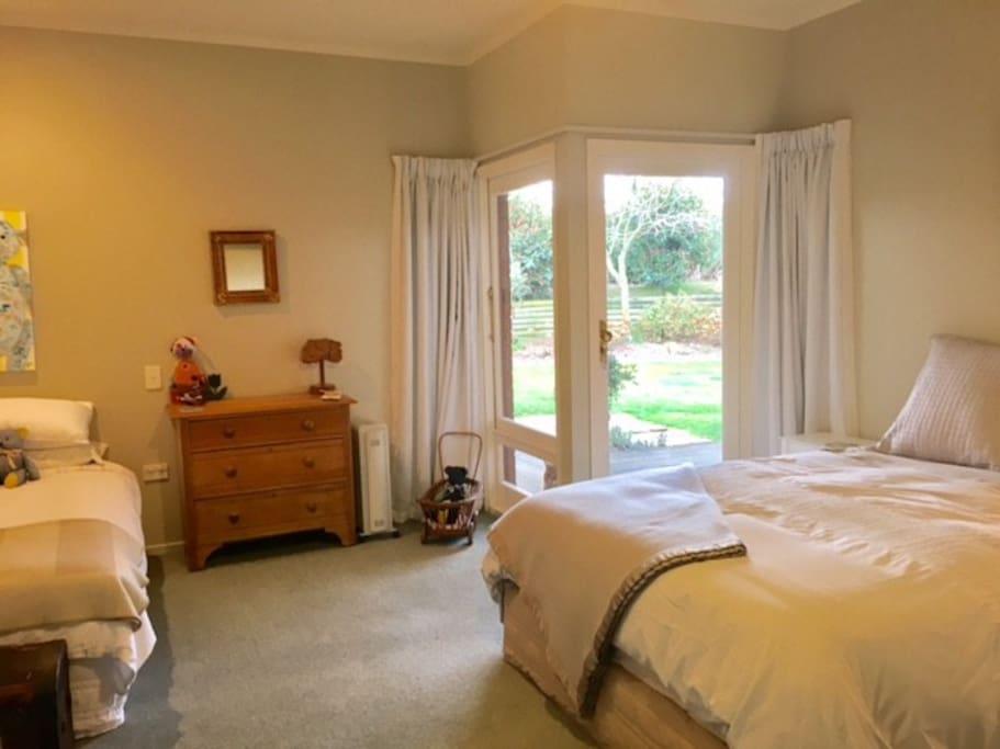 Bedroom 2 - 1 x Queen & 1 x Single