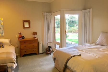 Queen & Single Room - Lovely, Warm and Welcoming