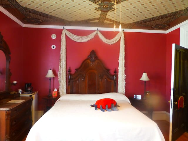 Chenille - The Parador Inn
