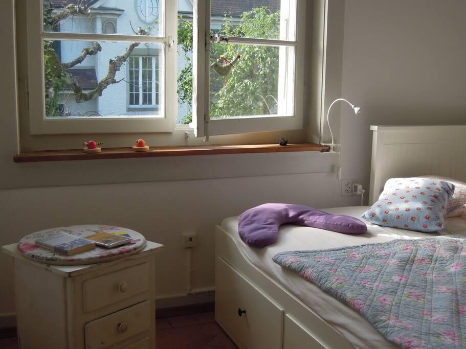 Gästezimmer Fenster, Bett