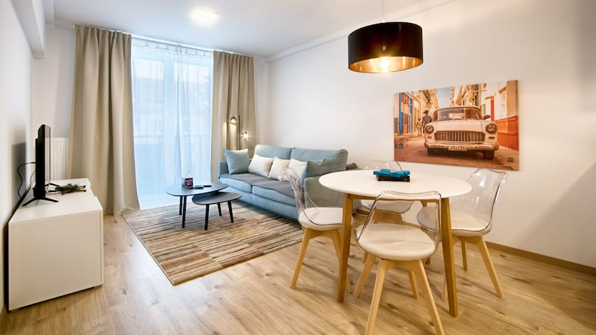Business & Leisure apartment with parking by Kovee