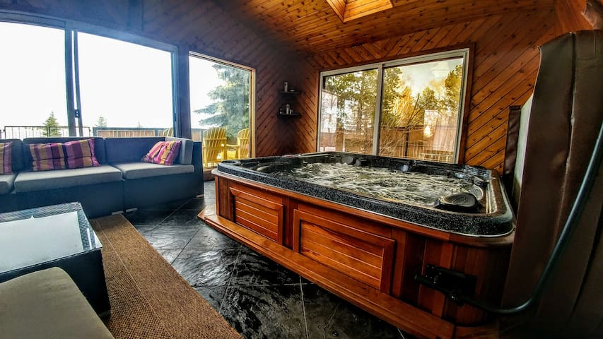 Sauna & Hot Tub-Relax in Claresholm