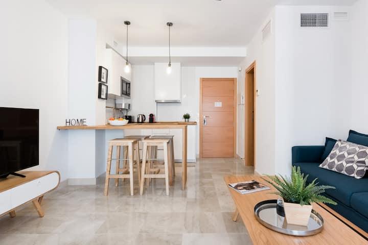 Apartamento Lujo Ancha del Carmen, moderno, parking gratuito y terraza privada.