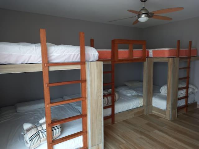 3er Dormitorio con 3 camarotes de 1,5 plazas y baño incluido